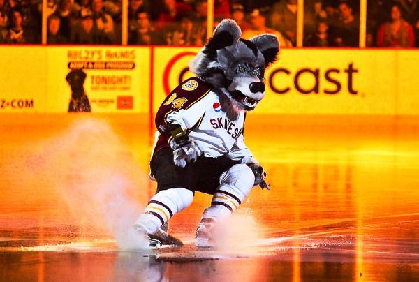 Skates the Chicago Wolves Mascot