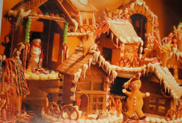 Gingerbread Houses at Ambrosia Euro American Patisserie