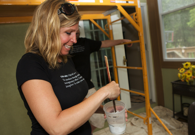 Bella Muri Artist and Owner, Melissa Loutos - Photographed by Julie Linnekin