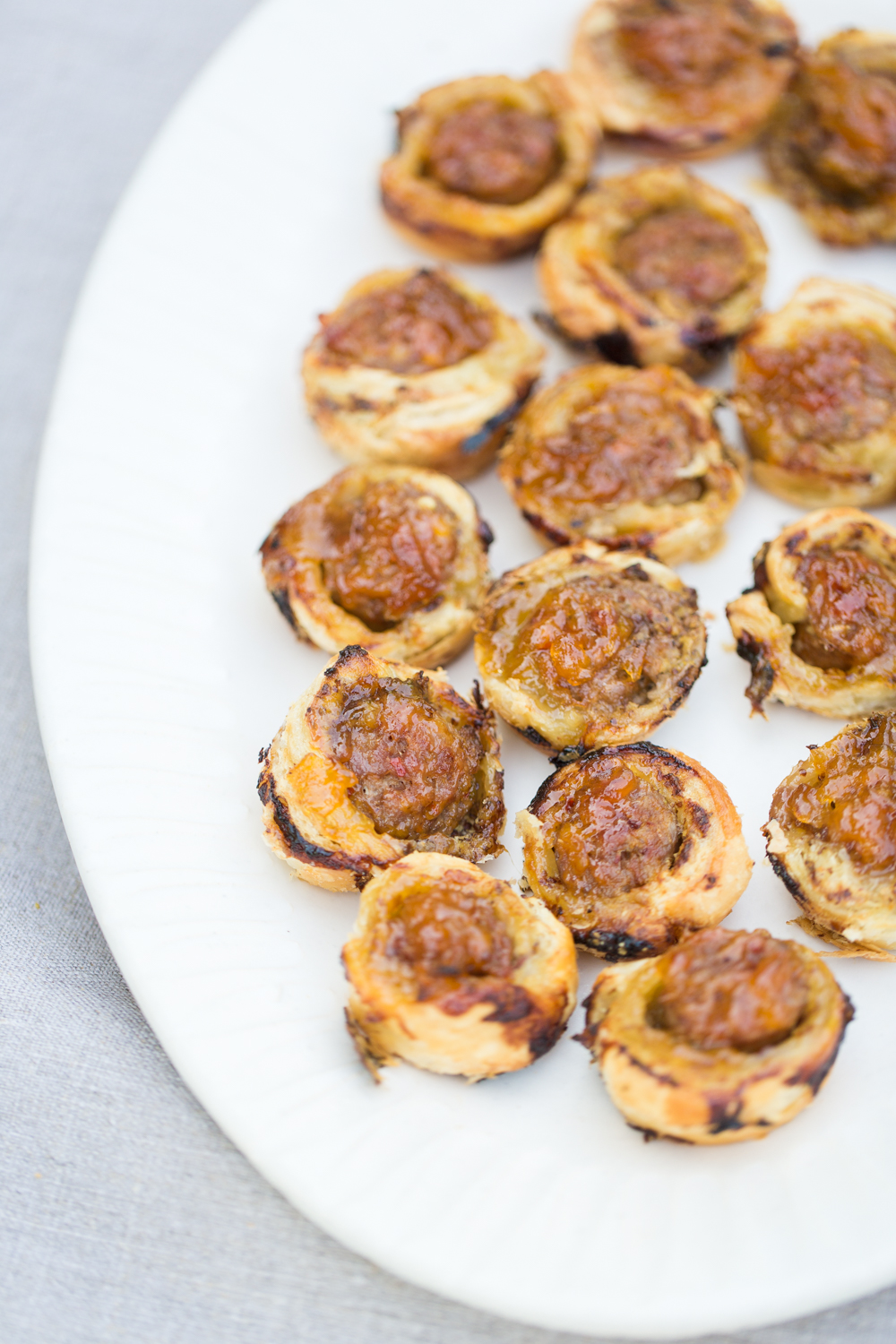 heinens4pmpanic_apricot_sausage_puffpastry_ap-8912